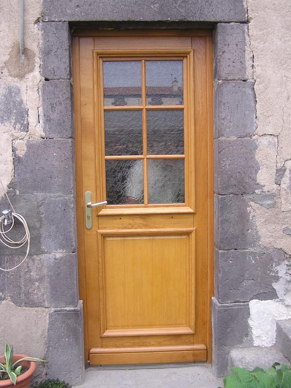 Porte d 39 entr e for Porte entree bois